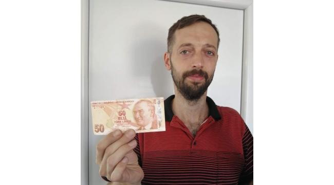 ATM'den çektiği hatalı basım 50 TL'yi satışa çıkarttı