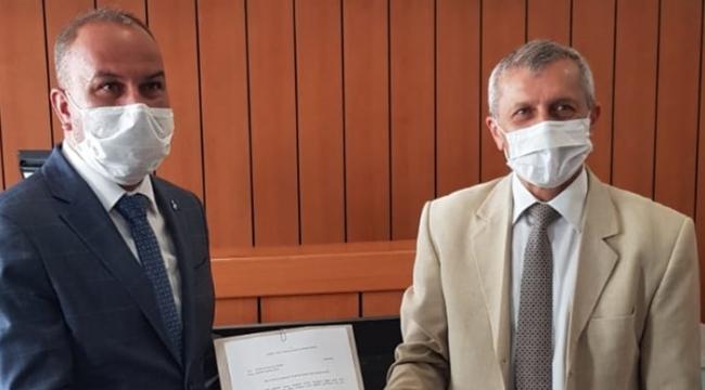 MHP İzmit'te Yalçınöz mazbatasını aldı