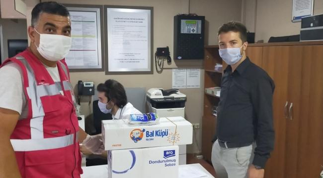 İzmit Belediyesinden görev başındaki sağlık çalışanlarına aşure sürprizi