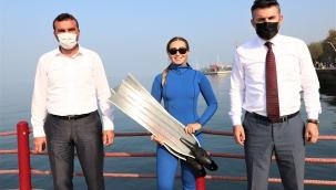 Serbest dalış şampiyonu Şahika Ercümen, İzmit Körfezi'ne daldı