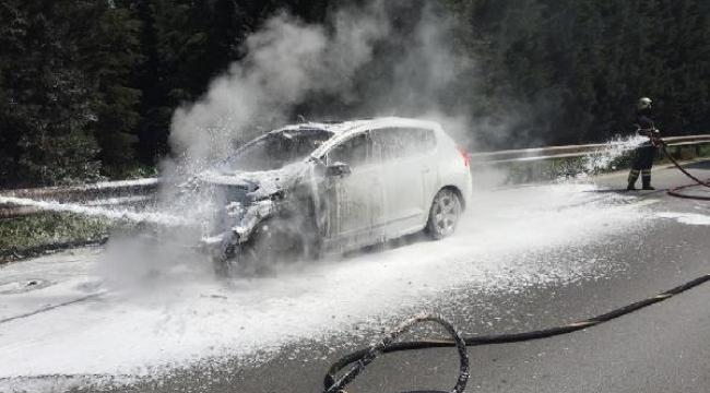 Körfez Tem Otoyolu'nda otomobil yandı