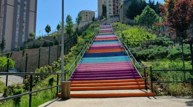 İzmit'in merdivenleri renklendi