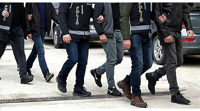 FETÖ'nün mahrem askerlerine operasyon: 42 gözaltı