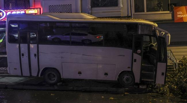 Midibüsün altında kalan kişi hayatını kaybetti