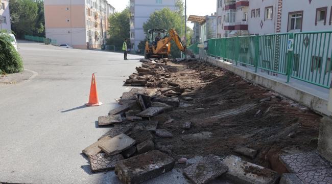 Şirintepe Mahallesi Bora Sokak'ta kaldırımlar yenileniyor